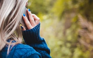woman-calling-with-her-phone